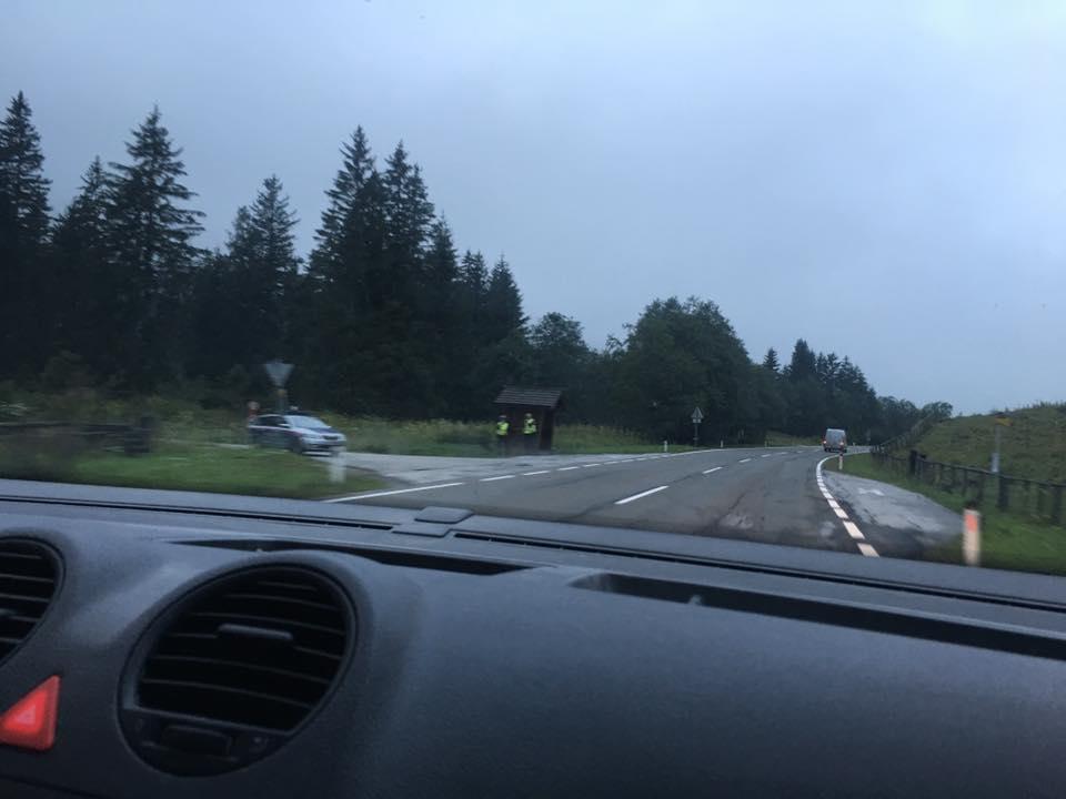 Beide Hände am Steuer? Aber wie konnte dieser Fahrer dann ein solches Foto von einer Radarkontrolle im Lungau machen? Hoffentlich war es die Beifahrerin...